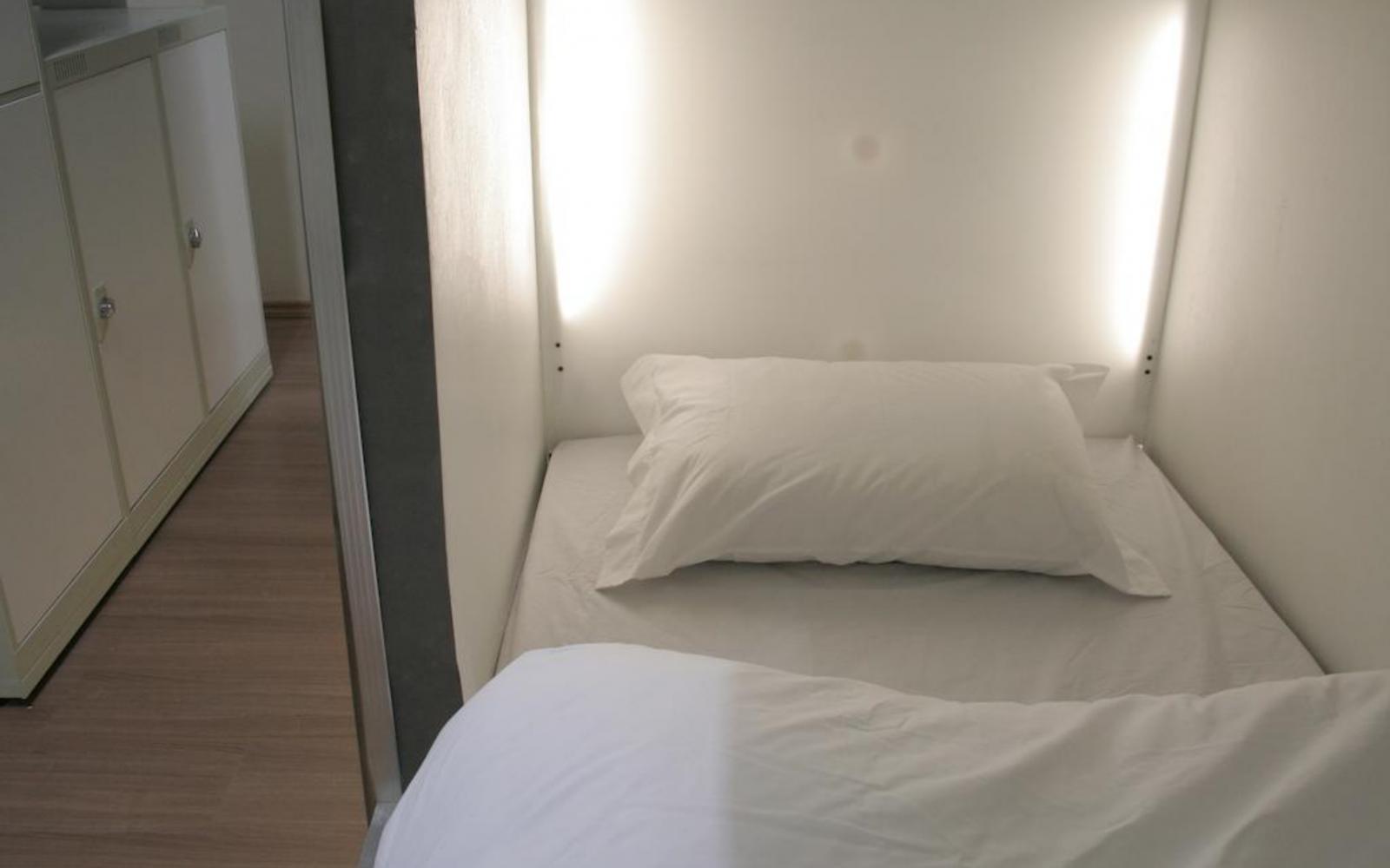 8 bed camas